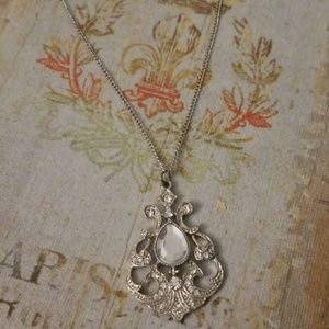 Jewelry - Stunning scalloped necklace